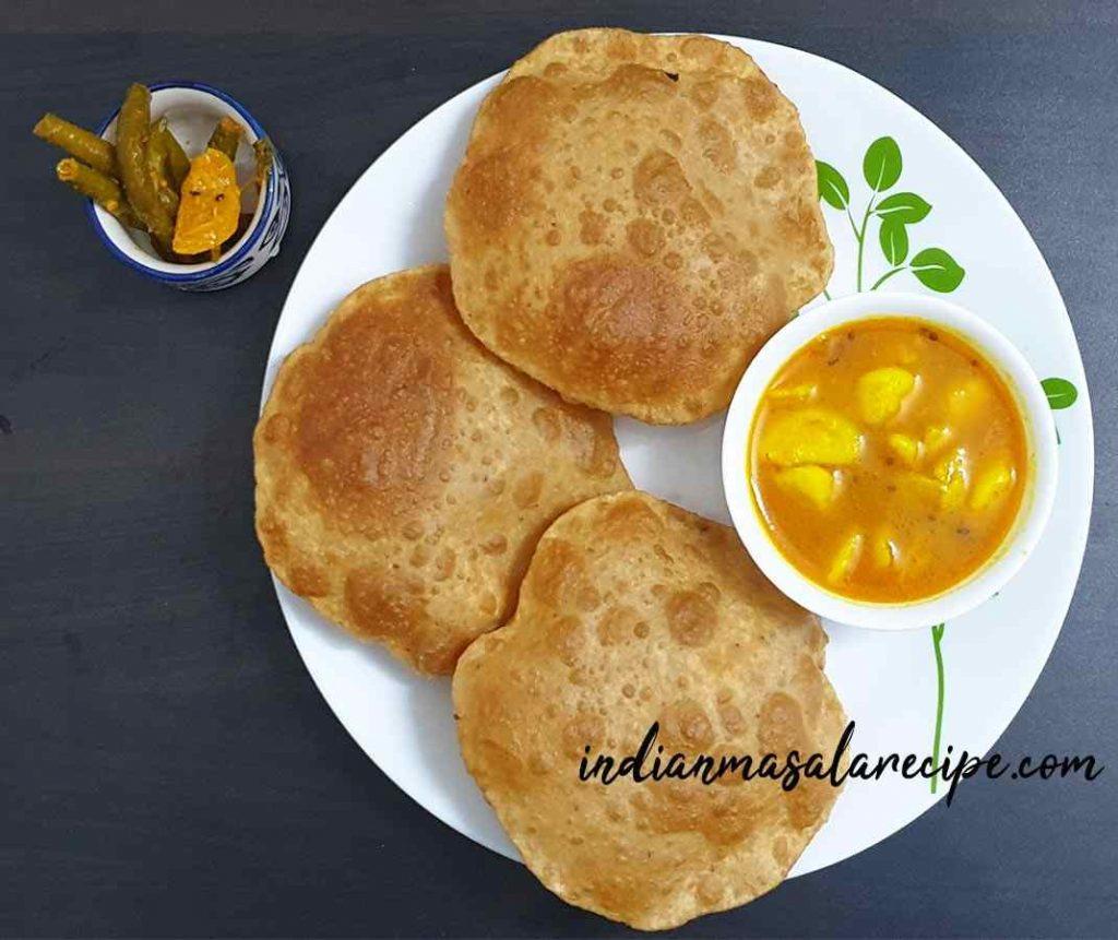 recipe-of-rassedar-aloo-with-poori