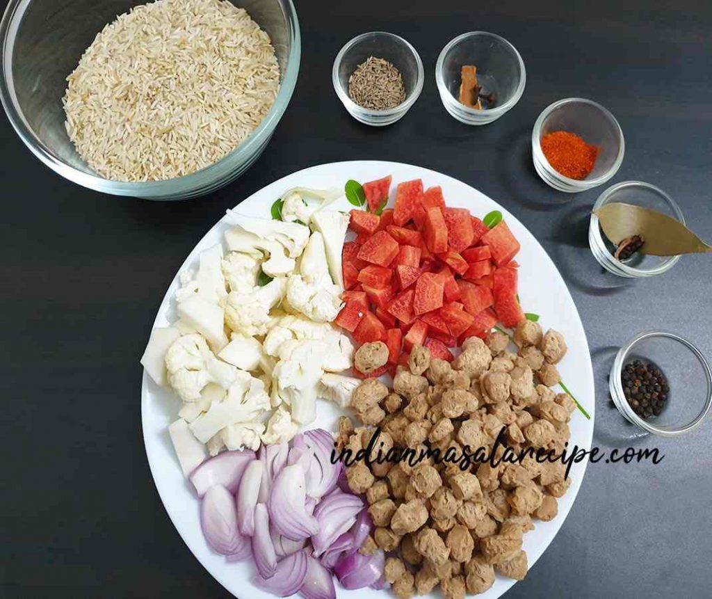 ingredients-for-soya-chunks-pulao
