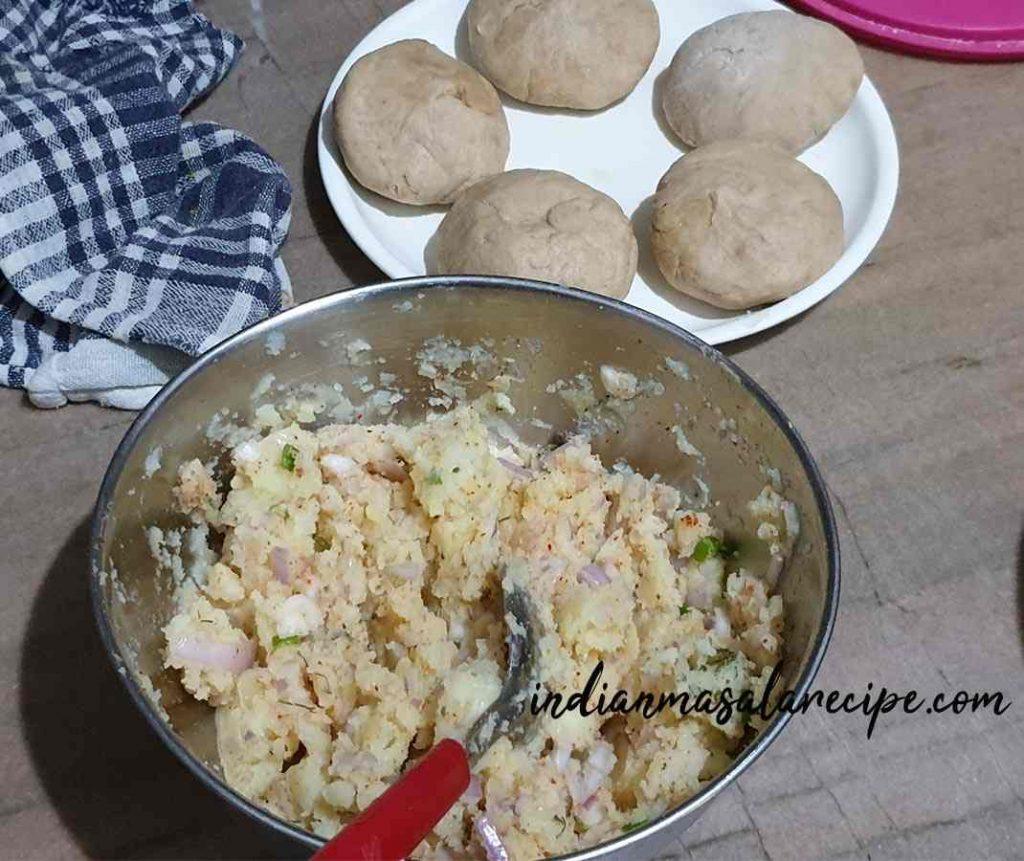 homemade-tasty-aloo-paratha