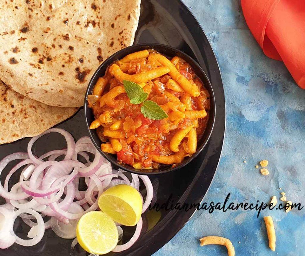 tasty-ratlami-sev-tamatar-recipe